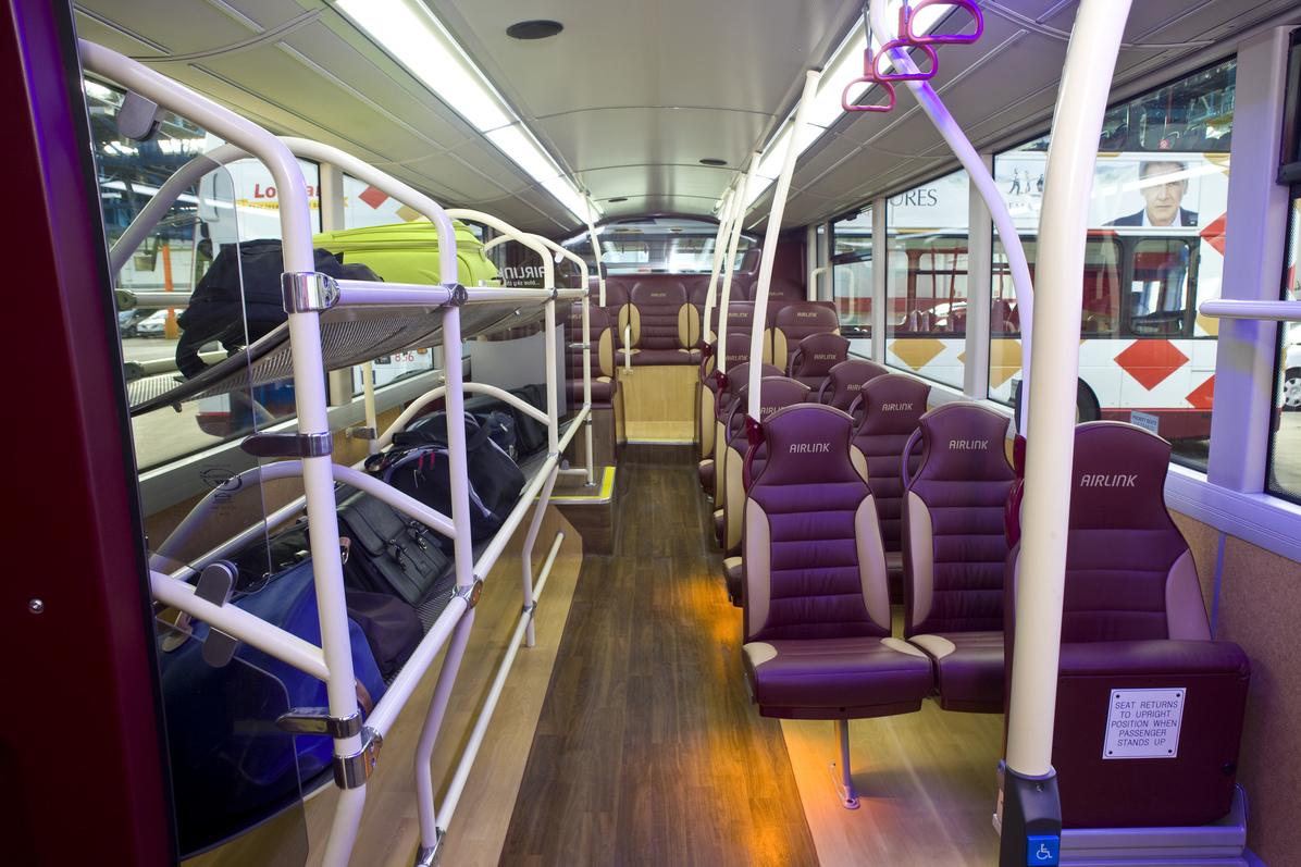 Обнажается в общественном транспорте фото 421-255